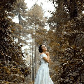 Waiting for the Groom by Fahmi Hakim - Wedding Bride