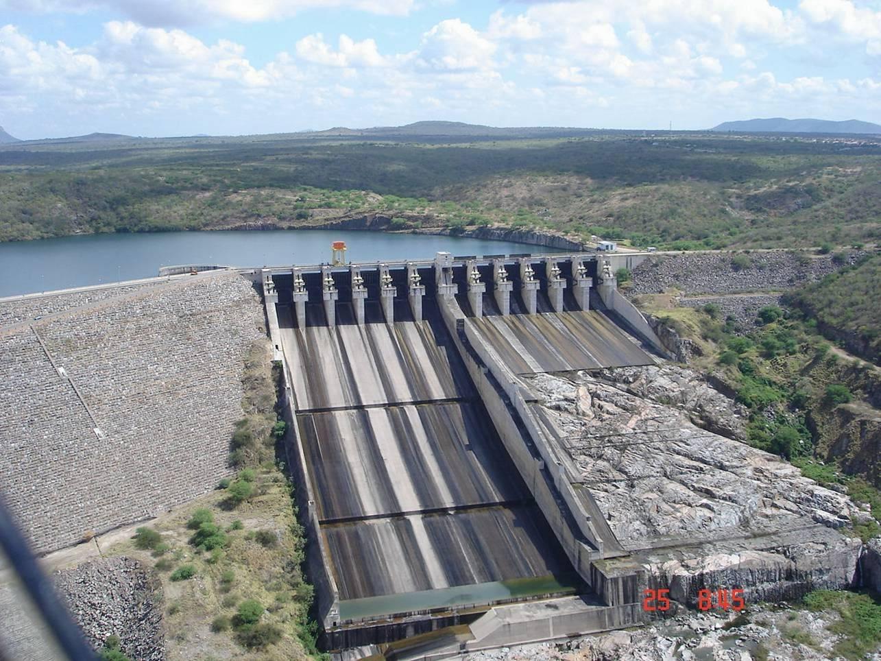 Barragem para reservação de água.
