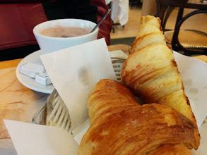Photo: Last chocolat avec croissant en Paris (Bouquet du Nord)