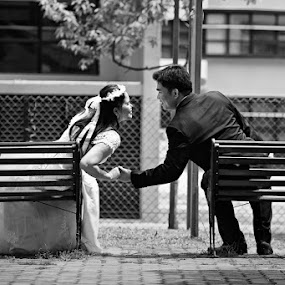 by Russell Baguasan - Wedding Bride & Groom