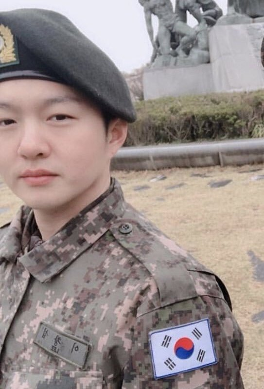btob-changsub-has-been-discharged-from-the-military