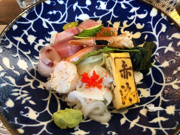 赤沐TAIKO 米平方內的日式爐端燒兼日本料理,東西普通,但是,送菜順序超級奇怪,握壽司的醋飯焦到不能再焦