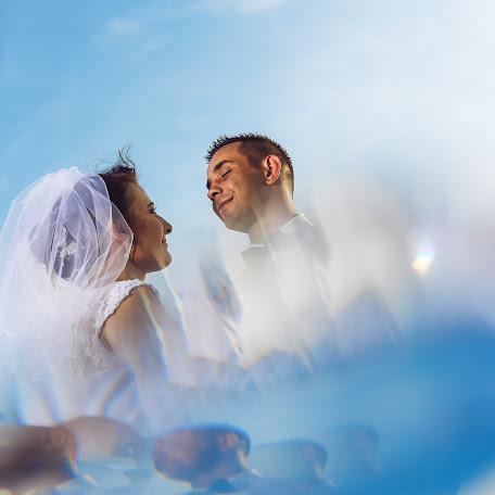 Wedding photographer Adam Abramowicz (fotostrobi). Photo of 05.02.2018