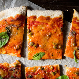 Anchovy pizza with Capers (Pizza Napoli).