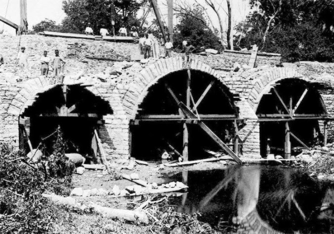 An Image of the original construction of the King's Highway Bridge.