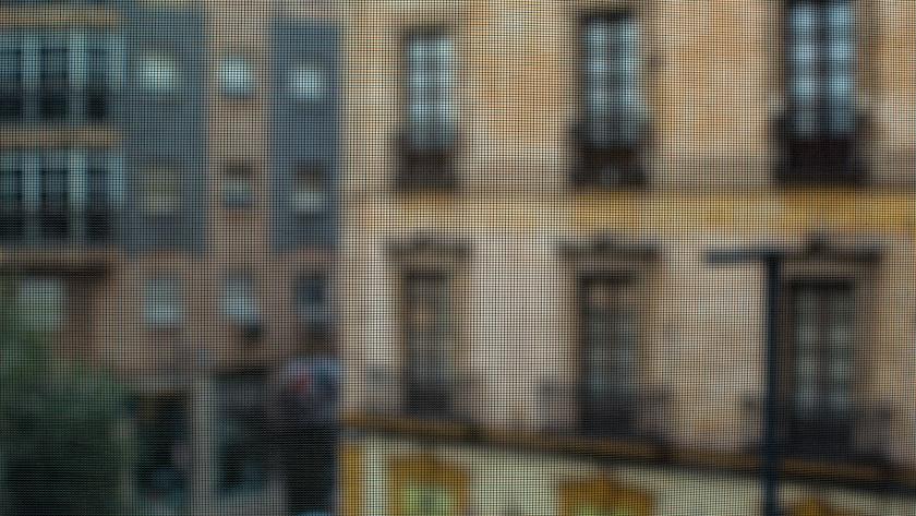 Serie con la que el fotógrafo explora la experiencia del confinamiento desde su casa.