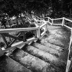 Stairway to Heaven by Hadinur Jufri - Buildings & Architecture Other Exteriors ( canon, stair, black and white, hadinur jufri, perhentian, 10mm, 450d, island )