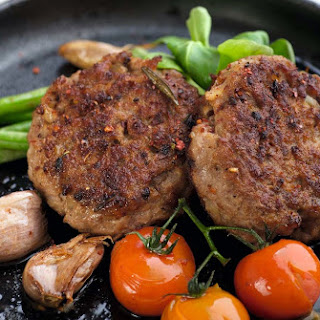 Beef and Pork Patties with Tomato and Green Beans