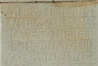 Photo: 10h Quelques beaux linteaux sur les façades de Cibits