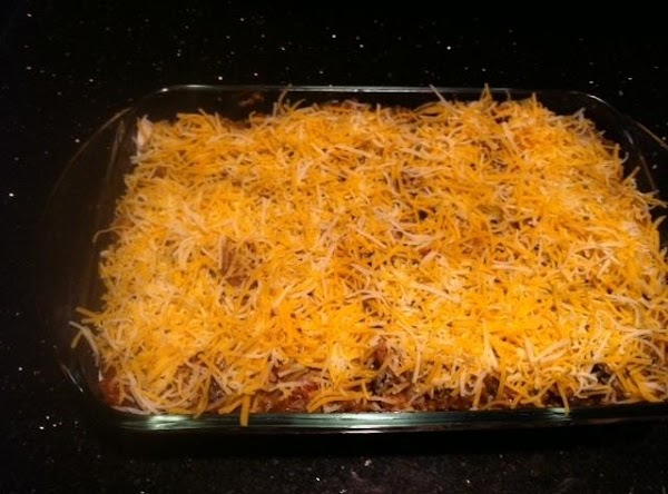 PREHEAT OVEN TO 350. PUT A THIN LAYER OF MEAT MIXTURE ON BOTTOM OF...