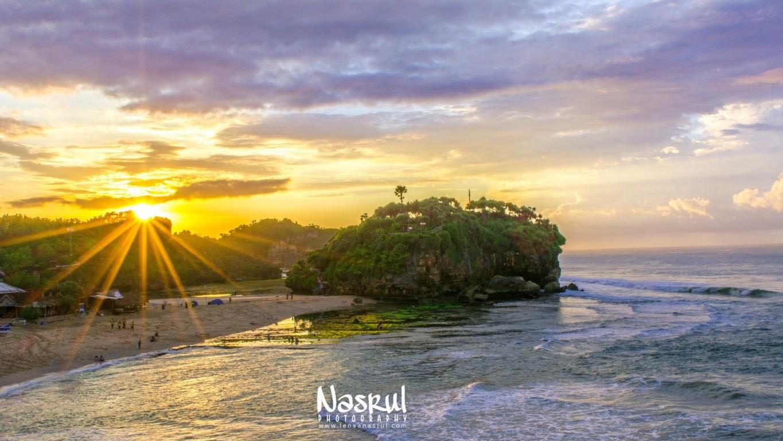 Keindahan sunrise dari puncak bukit pantai watu kodok dan melihat pantai drini