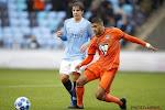 ? Goal van de week? Lyon-talent verschalkt doelman vanaf de middenlijn in de Youth League