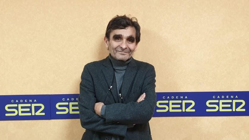 Adolfo Domínguez, ayer en los estudios de la Cadena SER Almería.