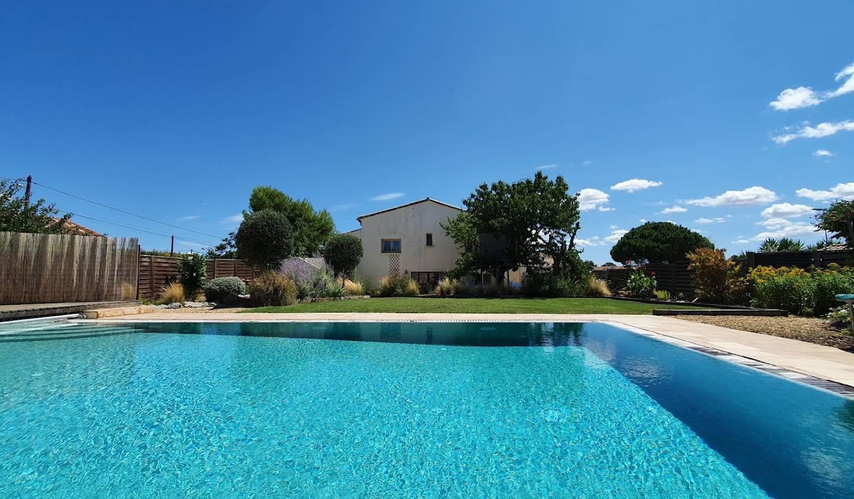 Maison avec jardin et terrasse Pouzolles