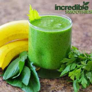 Pineapple-Celery Green Smoothie Recipe with Dandelion and Parsley