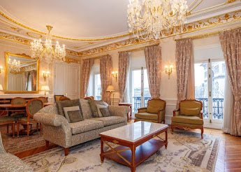 A 4 bedroom epitome of luxury in the heart of Champs Elysees