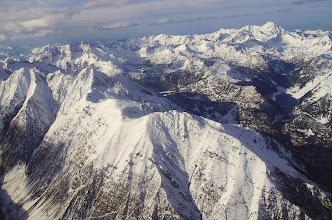 Photo: Au premier plan ligne des crêtes de Traoues dominant Aragnouet, puis pic de Bugatet et pic Méchant à gauche. vision sur le lac l'Oule à droite. Pic du Midi de Bigorre à l'horizon à droite.