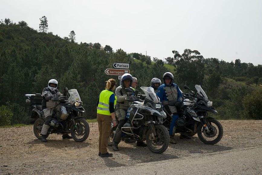 Los motoristas se preparan para viajar a Almería.
