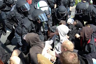 Photo: Räumung einer Sitzblockade