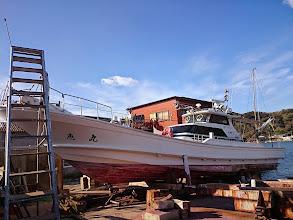 Photo: 今年もあと数日で終わります。 1年間お世話になった「恵丸」の船底掃除です。