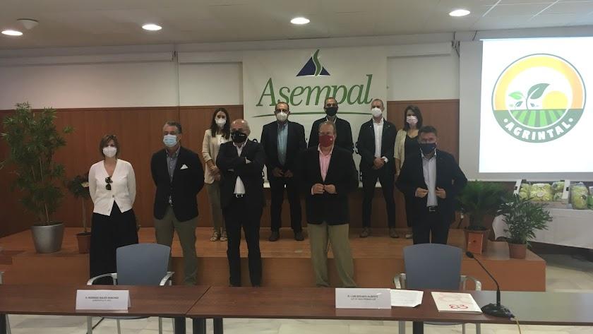Junta directiva de la recién nacida asociación Agrintal en el acto de presentación en la sede de Asempal.