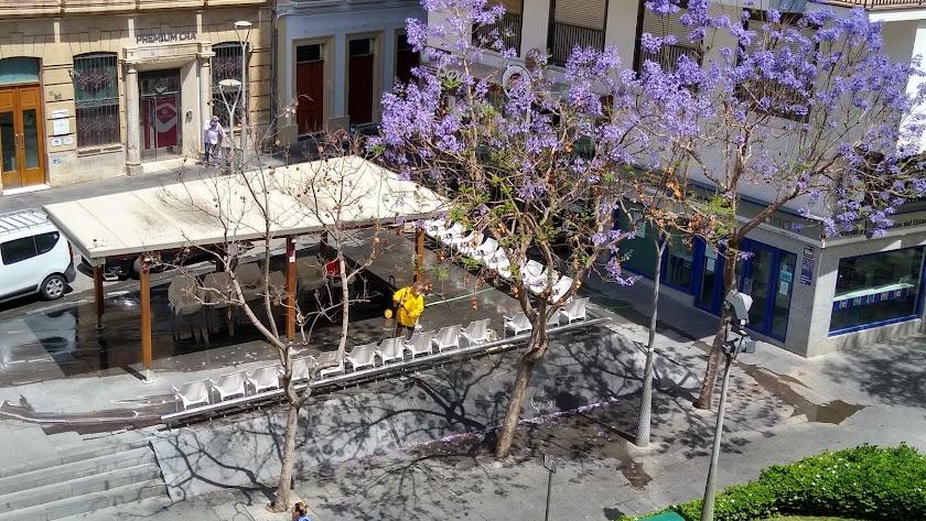 Los bares de Almería ya se preparan para la reapertura.