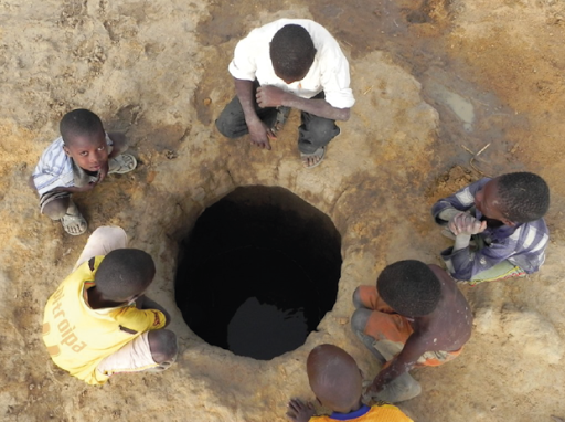 Ko Neere - hand dug holes