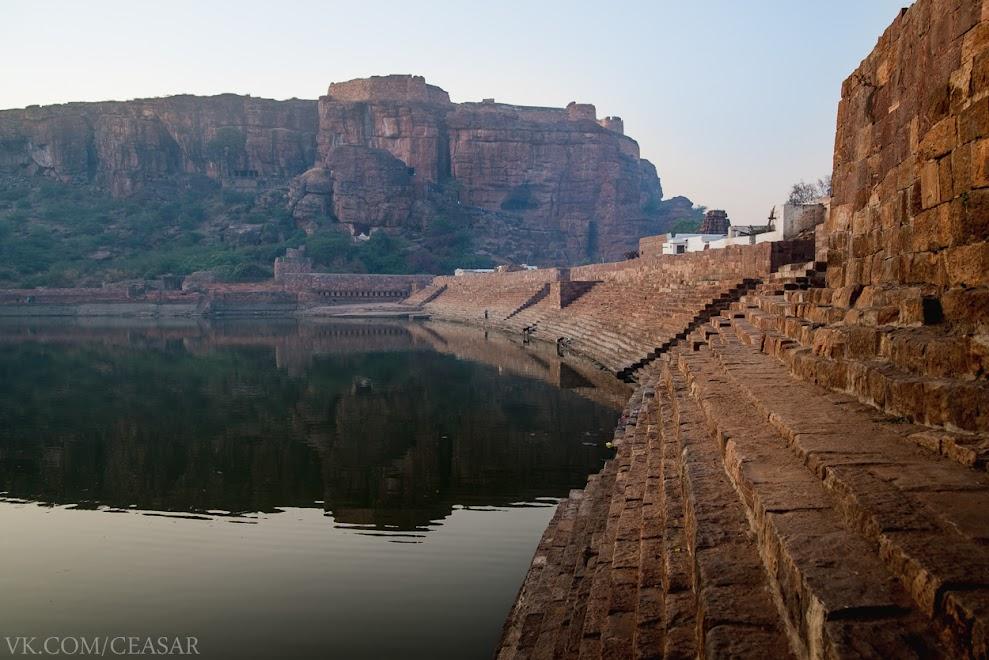 Священное озеро, Бадами, Индия