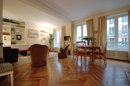 Living area at Rue Jean du Bellay Apartments