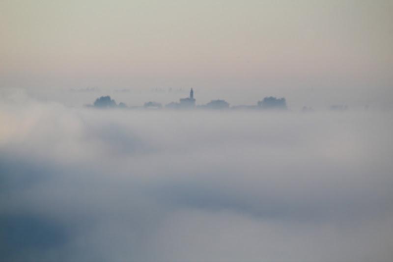 Il borgo nella nebbia di lukich
