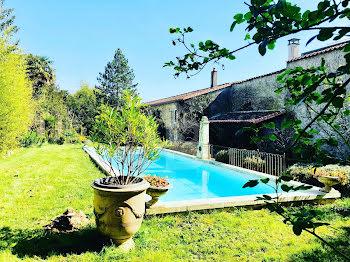 hôtel particulier à Châteauneuf-sur-Charente (16)