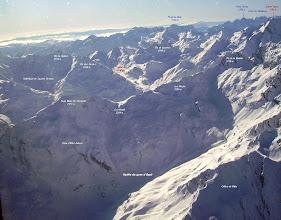 Photo: Hautes Pyrénées: vision aérienne hivernales sur les crêtes Nord du Soum Blanc de Secugnat (2577m) proches de Gavarnie.