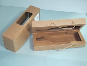 Photo: Embalagem especial para garrafas - Aberta. (outro tipo de papel e cordão)