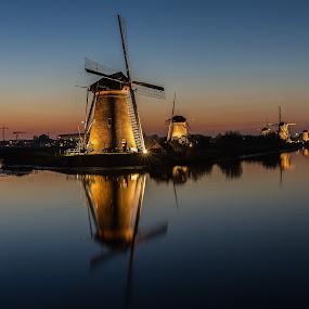 Kinderdijk by Rémon Lourier - Buildings & Architecture Statues & Monuments ( mills, kinderdijk, holland, dutch, polder, monument, windmills,  )