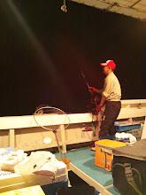 Photo: イカ釣りながら、ウキ流しも・・・。忙しいです!