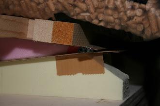 Photo: lungo il bordo d'uscita ho incollato dei tubi in carbonio di diametro decrescente da 5 mm. a 2 mm. questo assicura la linearità nel tempo mentre il legno potrebbe ondularsi, oltre ad assicurare una robustezza maggiore.