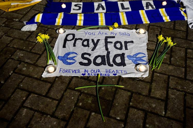 ผลการค้นหารูปภาพสำหรับ cardiff pray for sala