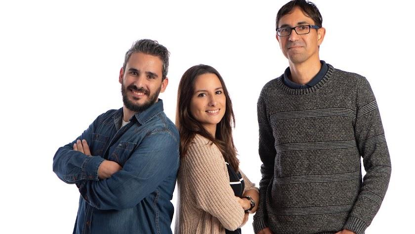 Javier Muñoz, Inma Palomares y Jero Agüero, los tres maestros del colegio nijareño.