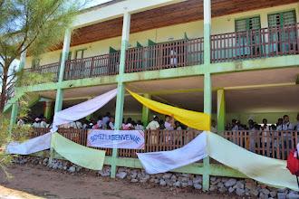 Photo: Accueil dans l'école Saint-Joseph,  avec les Filles de Marie
