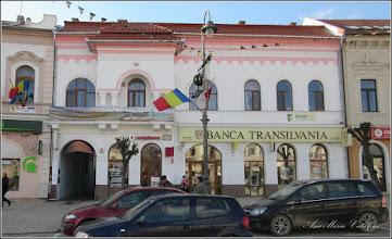 "Photo: Piata Republicii, Nr.14 - 2016.02.05 inscriptie:  - ""Fosta curte Wesseleny, apoi Josika, cladire parter datand din sec. XVIII, cumparata de Breasla Macelarilor din Turda, a fost reconstruita-supraetajata la sfarsitul sec. XIX. Pe zidul gangului de la intrare se mai pastreaza blazonul nobiliar - Primaria Turda - 2011""  http://ana-maria-catalina.blogspot.ro/2015/05/turda-str-republicii-nr14.html"