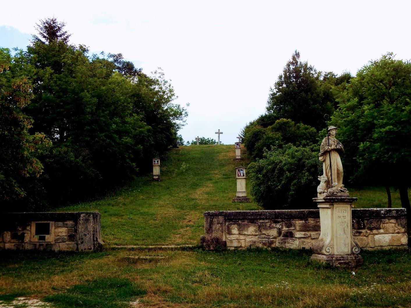 Etyek - kálvária, keresztút a kálvária-dombra