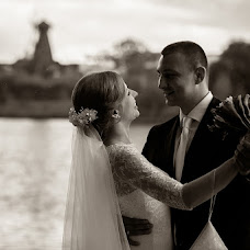Wedding photographer Aleksandra Burilina (DiHHka). Photo of 04.12.2014