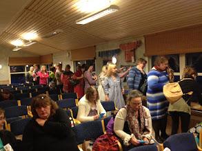 Photo: Många var de som ville köpa lotter till garnlotteriet.