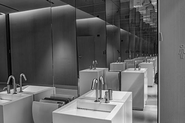 Scusi, la toilette? di Gian Piero Bacchetta