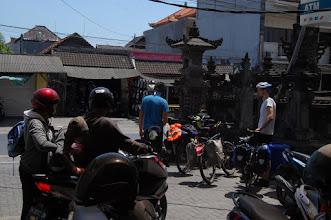 Photo: Erste Fahrversuche im dichten balinesischen Verkehrsgewimmel