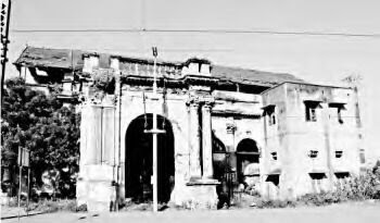 Photo: Royapuram railway station - 1853-The first railway line in the south, linking Chennai to Arcot, is laid. It is opened on July 1, 1856. The Royapuram Station, from which trains chugged out at that time, is the city's first railway station.