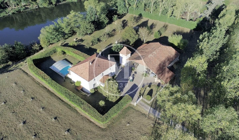 House with pool and terrace Villeneuve-sur-Lot