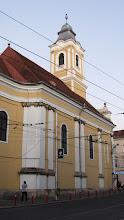 """Photo: Colt cu Bulevardul 21 Decembrie 1989, nr.1 - Biserica Evanghelică-Luterană Sinodo-Prezbiteriană...  - construit în 1829, după planurile arhitectului George Winkler.  In stil baroc si neoclasic. Pe fațadă apare inscripția """"PIETATI"""" (fiți pioși, pocăiți-vă) http://ro.wikipedia.org/wiki/Biserica_Evanghelic%C4%83_din_Cluj  (2012.08.28)"""