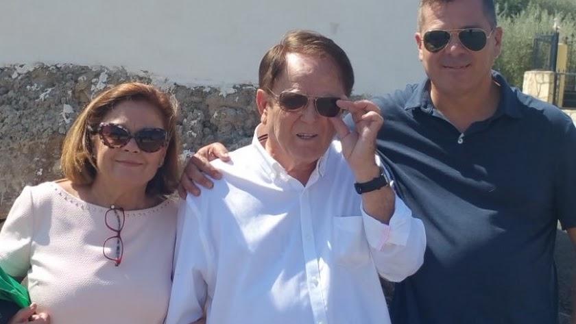 Domingo Nicolás, con su mujer María Dolores y su hijo Domingo Enrique.