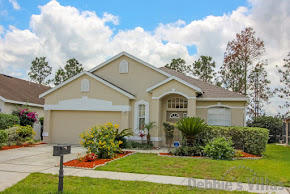 Orlando villa close to Disney, peaceful golfing community, south-facing pool and spa, games room